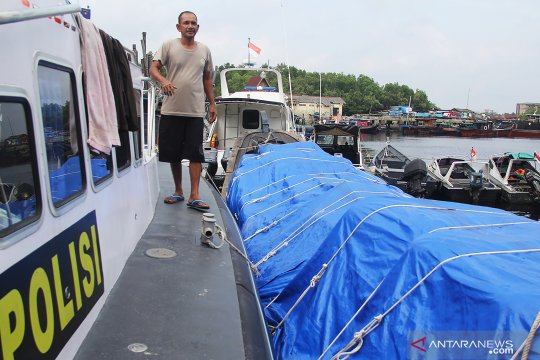 Penyelundupan tekstil dan pakaian bekas digagalkan Polair Polda Riau