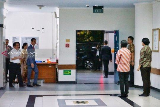 Jokowi besuk Risma di RSUD Soetomo Surabaya