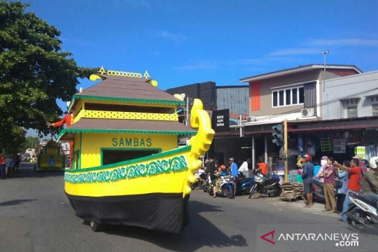 Sambas kenalkan perahu bedar saat Pawai Ta'aruf STQ Nasional