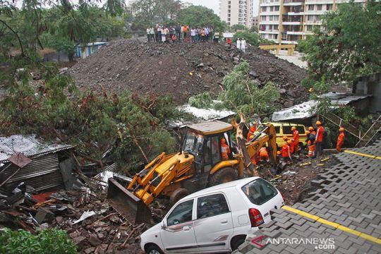 Tembok runtuh di India