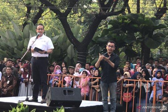 Juru Bahasa Isyarat dampingi Anies lepas parade Jakarnaval 2019