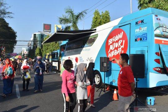 Roadshow bus KPK sosialisasi antikorupsi