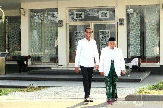Joko Widodo dan Ma'ruf Amin shalat ashar