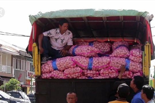 Bawang putih dan jengkol  sumbang inflasi di Sumbar