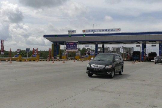 Belasan ribu kendaraan pemudik padati ruas tol menuju Palembang