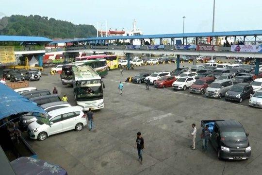 10.000 kendaraan pribadi belum menyeberang ke Sumatera