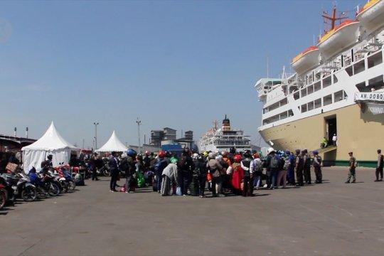 Arus balik sepeda motor mulai berangkat dengan kapal dari Semarang
