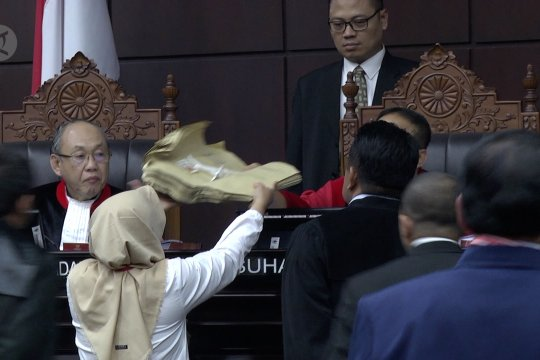 MK terima surat suara tercoblos dari saksi BPN Prabowo-Sandi