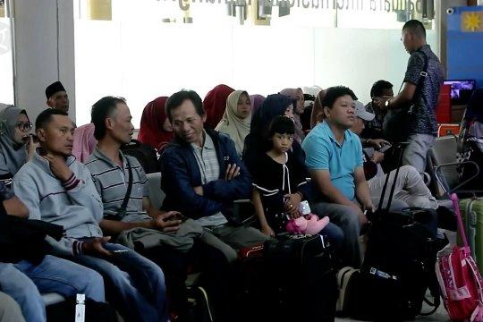 Pemudik di Bandara Minangkabau turun 33%