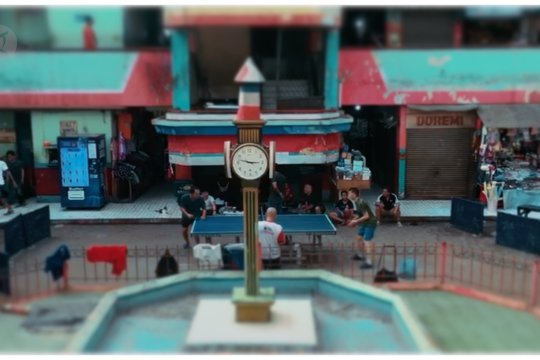 Serunya bermain tenis meja di dalam Pasar Grogol