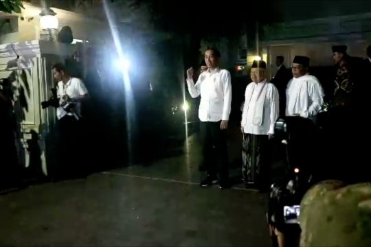 Jokowi bersama Ma'ruf Amin menuju Halim