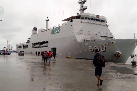 KRI Makassar 590 angkut pemudik tujuan Surabaya