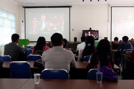 Menambah wawasan hukum mahasiswa nobar sidang MK