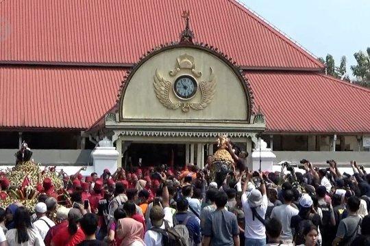 Raja Yogyakarta sedekah 7 gunungan