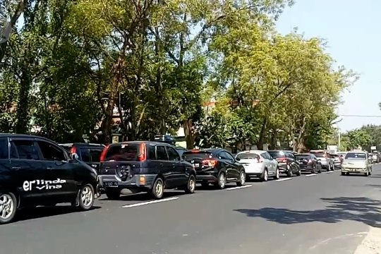 Arus lalu lintas Surabaya-Solo padat merayap hingga satu kilometer