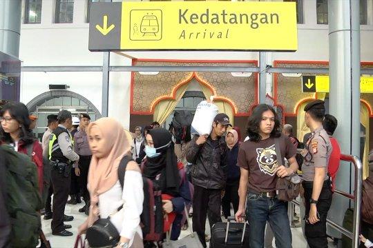 Puncak arus balik, stasiun Pasar Senen kedatangan 24 ribu pemudik