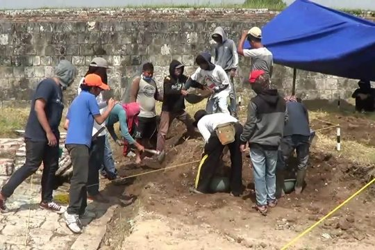 Sejumlah artefak ditemukan di tengah revitalisasi Banten lama