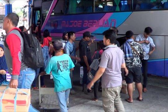 Yang datang dan pergi di terminal Mengwi, Bali