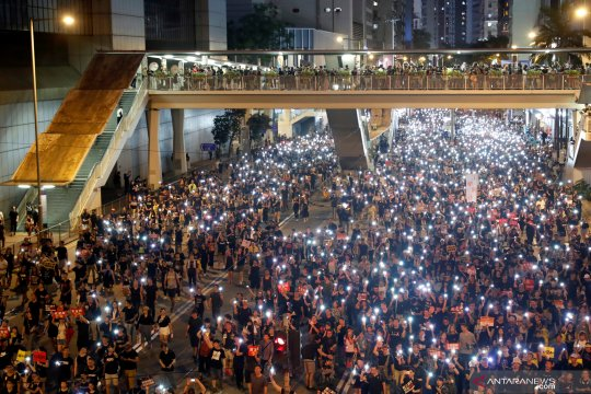 Menghitung peserta pawai di Hong Kong