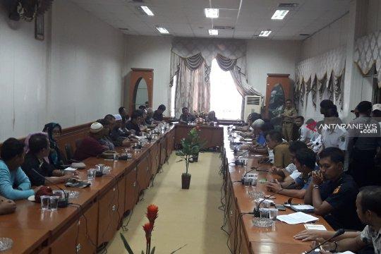 Pedagang lintas batas  tolak bubarkan diri saat RDP DPRD Nunukan