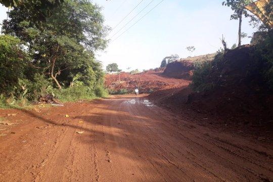 Pemkab Purwakarta minta KCIC perbaiki jalan rusak