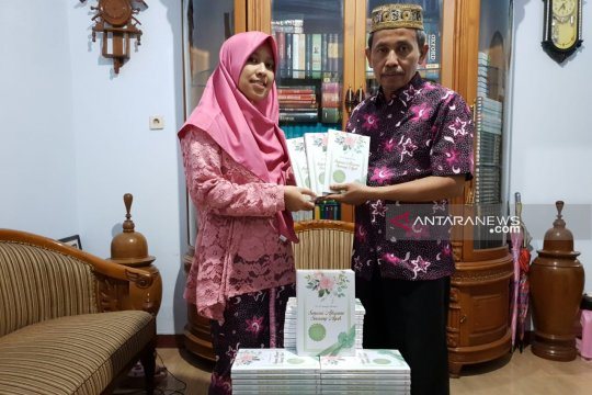 Tokoh literasi Ponorogo Terbitkan buku kado pernikahan putrinya