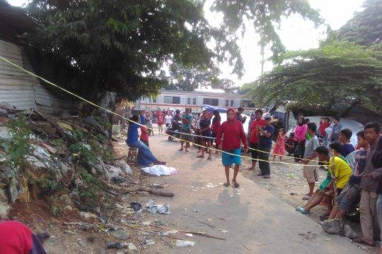 Warga mengeluhkan petugas lambat evakuasi mayat bayi di Pejaten Timur