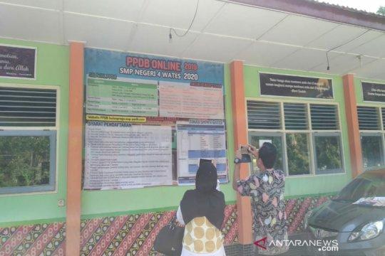 Wali murid SMP di Kulon Progo keluhkan PPDB secara online