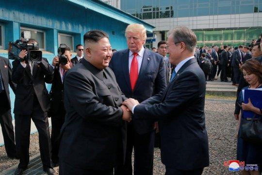 Trump katakan tak pertimbangkan sanksi atas Korea Utara