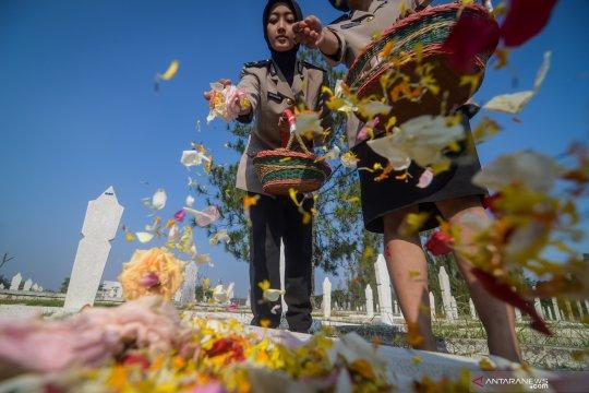 HUT Bhayangkara: Ziarah ke makam pahlawan