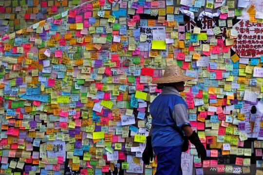 Pemerotes berunjuk rasa lagi di Hong Kong, dekati turis China