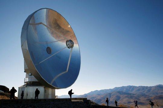 Persiapan pengamatan gerhana matahari total di Chili