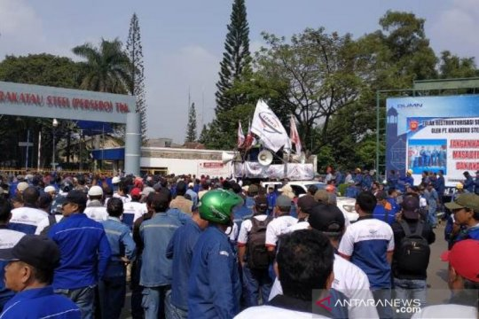 Ribuan buruh di Cilegon demo tolak restukturisasi dan PHK PT KS