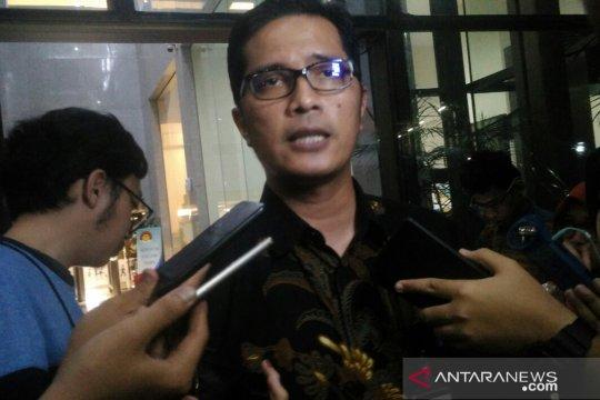 Terduga teroris ditangkap, KPK telusuri suap pesawat Garuda kemarin