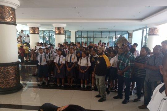 Lulusan SMP di Manokwari adukan masalah PPDB ke kantor gubernur