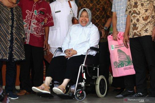 Risma pulang dari RSUD Soetomo setelah dinyatakan sehat