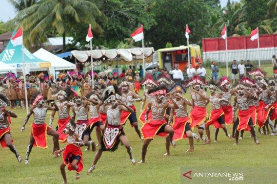Tradisi unik Papua ditampilkan dalam Festival Munara Wampasi Biak