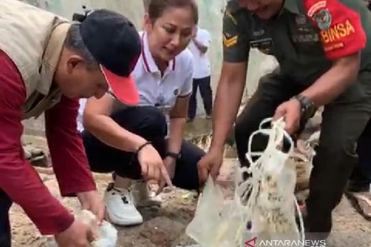 Pemkot Bogor temukan limbah medis terapung di Sungai Ciliwung