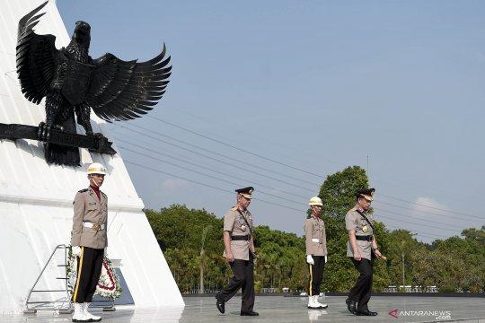 Peringati HUT Bhayangkara Kapolri berziarah ke taman makam pahlawan