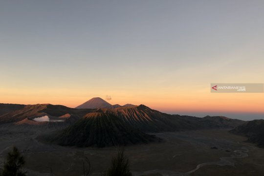 Jalur pendakian Gunung Semeru akan ditutup peringati Hari Raya Karo