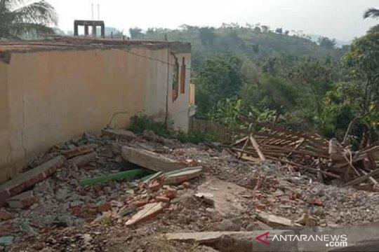Bencana pergeseran tanah di Kampung Gunungbatu Sukabumi semakin parah