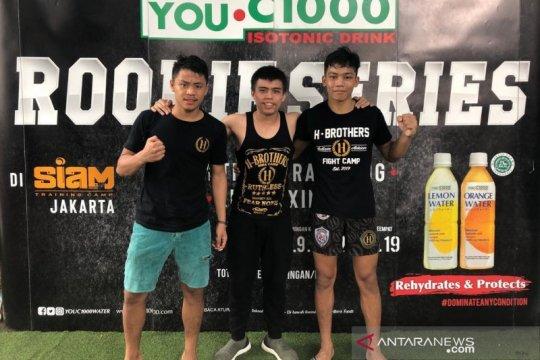 Dua petarung muda raih kemenangan pada debut kickboxing