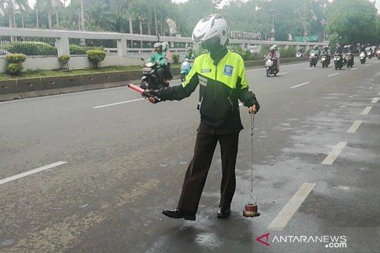 Tekad mulia relawan Saber melawan ranjau paku di Jakarta
