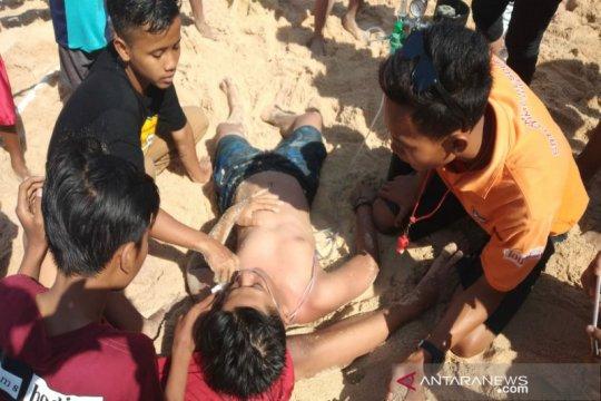 Ratusan wisatawan tersengat ubur-ubur saat berlibur di Gunung Kidul