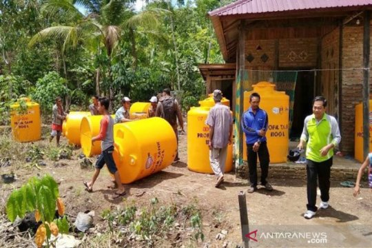 Kotawaringin Timur bagikan ribuan tandon air antisipasi kekeringan