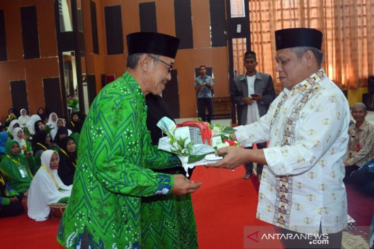 Bupati Kubu Raya lepas 327 calon jemaah haji