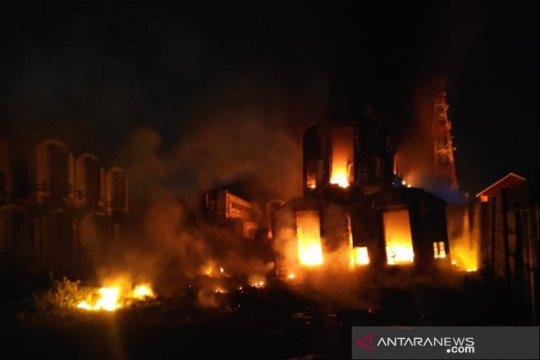 Kebakaran tumpukan gerbong kereta di Purwakarta tak ganggu perjalanan