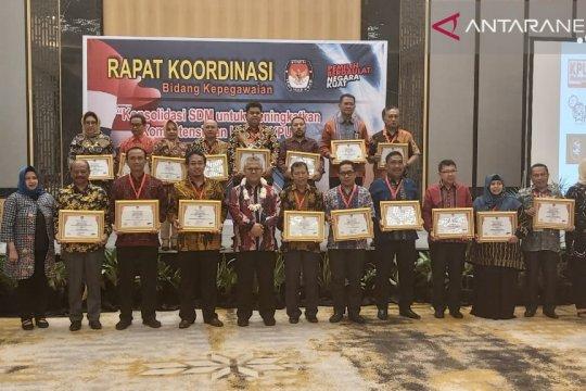 KPU Sulteng dapat penghargaan kategori terbaik bidang SDM