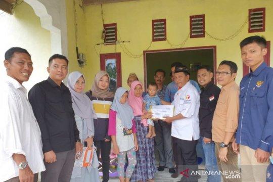 Bawaslu Riau santuni pengawas Pemilu gugur saat tugas di Meranti