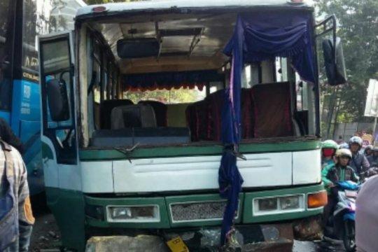 Sejumlah peristiwa kecelakaan warnai Kamis malam Jakarta